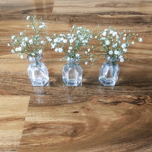 Have you ever bought a reed diffuser and wondered what to do with the small glass jar once the scent has evaporated? If you have, then read this simple hack to reuse the bottle from www.ginginandroo.com