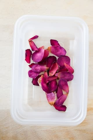 Dried Petals Using the Microwave